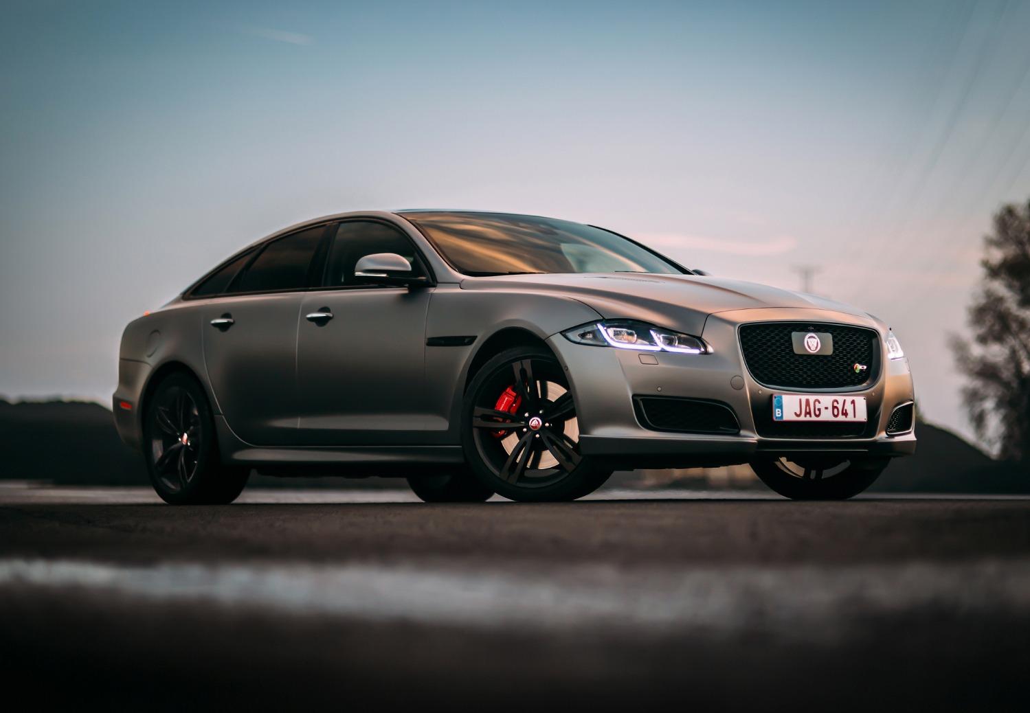 Rijtest: Jaguar XJR575