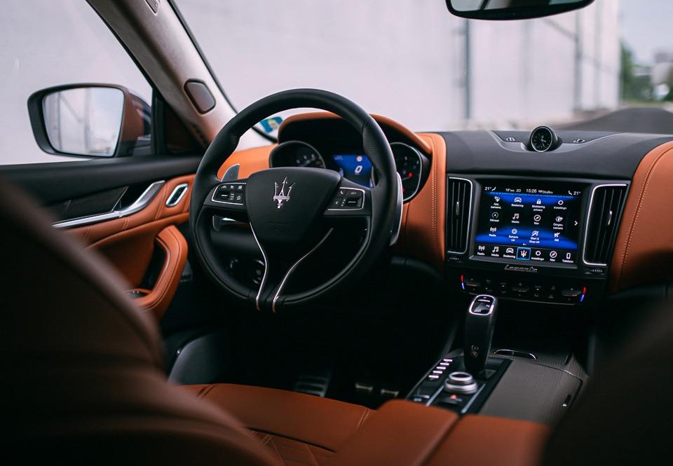 Maserati-Levante-S-interieur