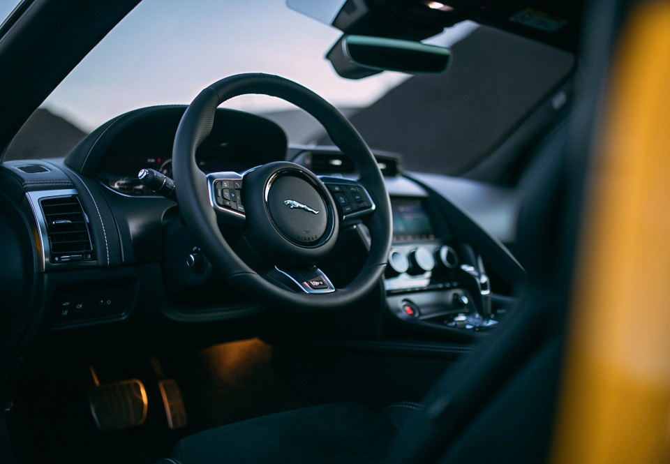 Jaguar F-Type R interieur